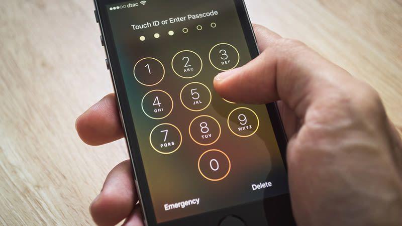 Catch the Luxury iPhone 7 Plus Lock Screen Wallpaper